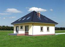 Проект строительства уютного мансардного коттеджа с эркером с многоскатной крышей