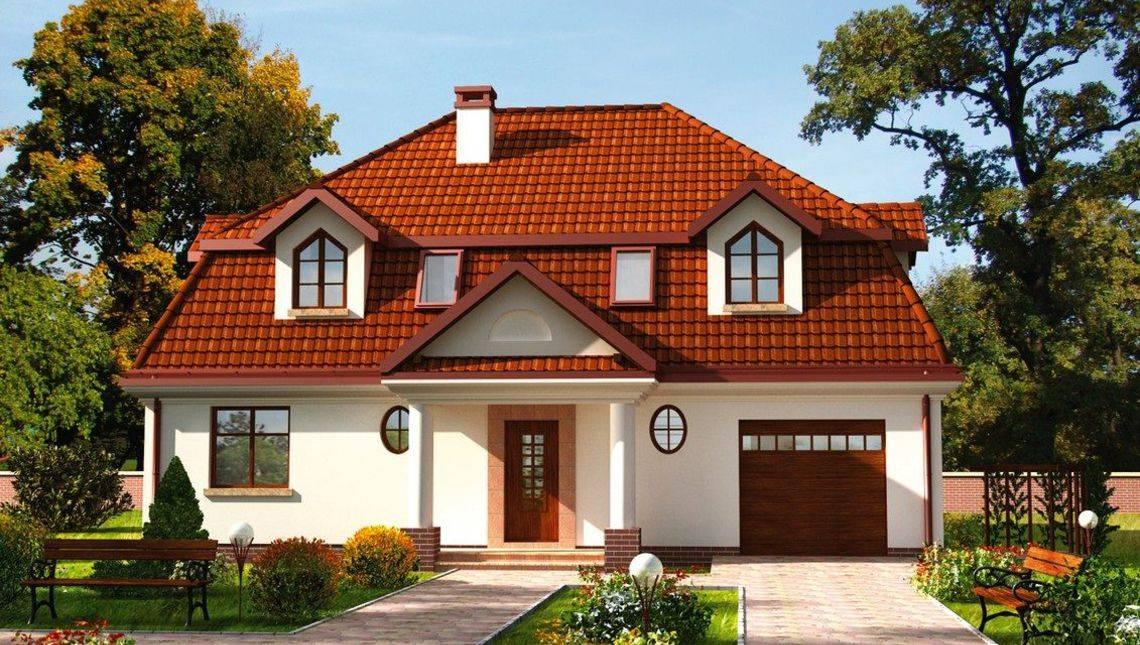 Мансардный красивый дом с необычными окошками
